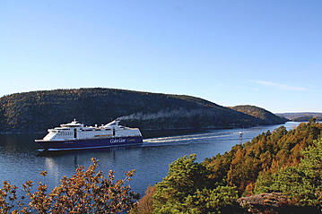 Small the ferry color line sailing on the fjord vo00703 online 800x600