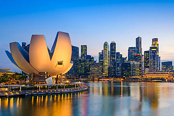 Small adobestock 90721496 singapore skyline seanpavonephoto export 600 800