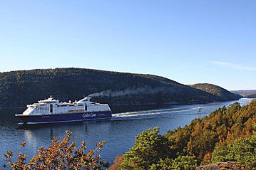 Small the ferry color line sailing on the fjord vo00703 export 600 800