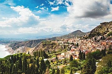 Small gettyimages typical landscape of taormina village sicily italy 518348238 alexsalcedo 2019 05 09 export 600 800