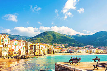 Small adobestock beach town cefalu 112309144 kityyaya 07 09 2017 export 600 800